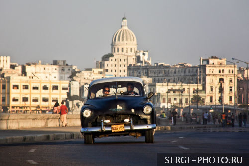 60's in 00's  Havana is one big open-air museum, American old timers drive by under the brilliant sun, you can listen to the salsa music while savouring Havana Club rum, enjoy a Cohiba cigar and watch the elegant Cuban women parading... At every corner in Havana magic is in the air!