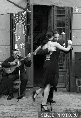 Tango on the streets of Buenos Aires