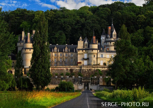 Ussé  If you like fairytales, you'd better stop by this Loire Valley château. With its romantic white turrets, and pointed towers and chimneys, Château Ussé is said to have inspired Charles Perrault's Sleeping Beauty after he visited it in the 17th century.