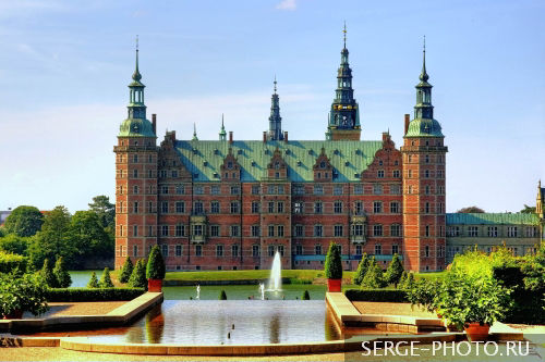 Frederiksborg castle  Frederiksborg castle was built as a royal residence for King Christian IV, and is now known as The Museum of National History. The current building replaced a previous castle erected by Frederick II, and is the largest Renaissance palace in Scandinavia. The palace is located on three small islands in the middle of Palace Lake and is adjoined by a large, baroque formal garden.